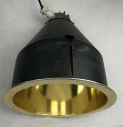 luminaire suspension industrielle design ERCO noir mat et or